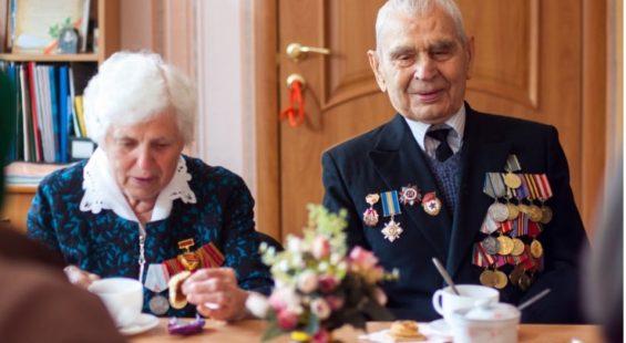 veteran-eating-dinner-table
